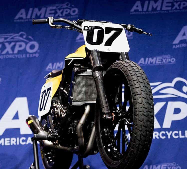 Motowish big bike DT 07 1 - มาหล่อเลย Yamaha DT-07 รถคอนเซ็ปสไตส์สไลด์ - ในงาน AIM Expo motorcycle show ที่ออร์แลนโด ฟลอริด้า มีรถคันนึงจากยามาฮ่าน่าสนใจมาก รถคันนี้มีรหัส ว่า