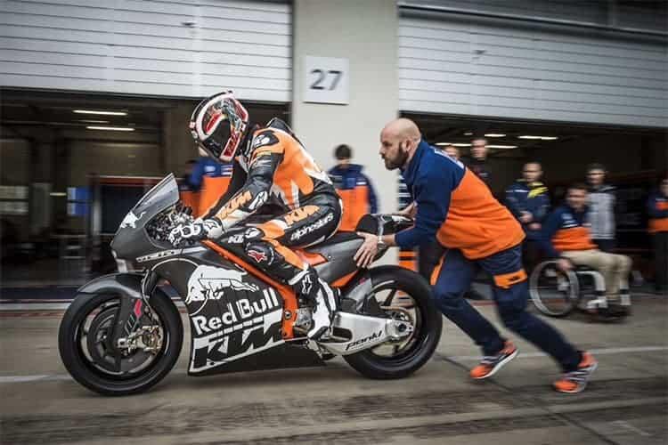 KTM เปิดตัวรถต้นแบบ RC16 กระโดดร่วมวง MotoGP 2017 | MOTOWISH 15