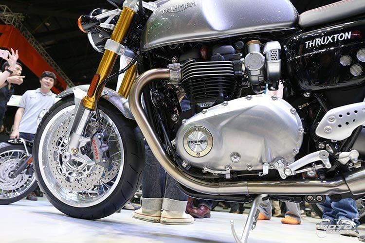 MotoWish-Bigbike-Triumph-ThruxtonR-1