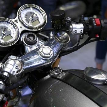 MotoWish-Bigbike-Triumph-ThruxtonR-7