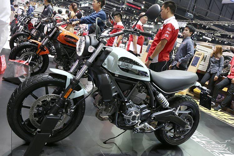สายชิค สายชิล ห้ามพลาด ตัวจริงเสียงจริง Ducati Scrambler Sixty2 เครื่องยนต์ใหม่ 400 ซีซี (Motor Expo 2015)   MOTOWISH 110