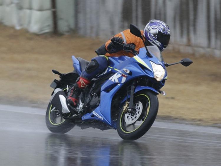 Motowish-bigbike-Suzuki-GSX-R250-2