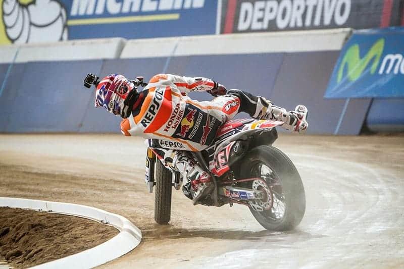 ไฮไลท์การแข่งขัน Superprestigio DTX 2015 Brad Baker ชนะ Marc Marquez สุดมันส์ | MOTOWISH 83
