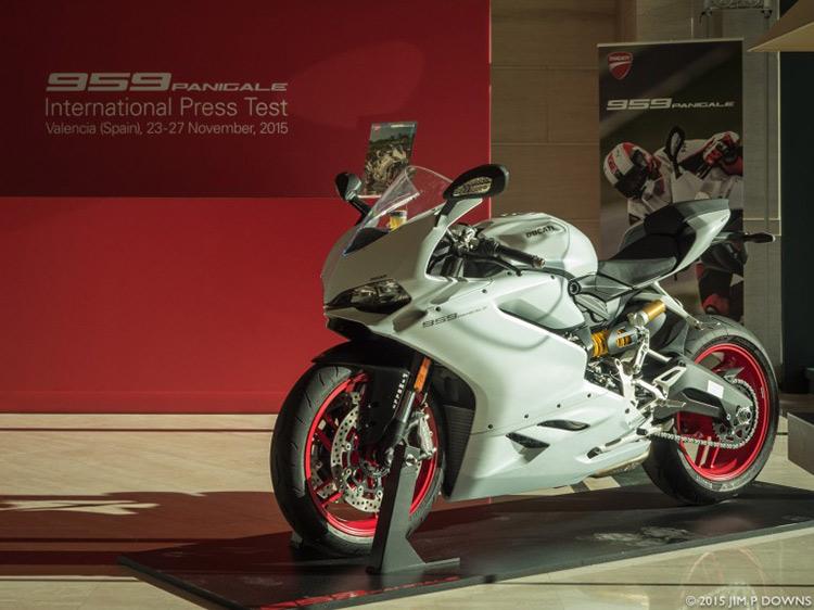 motowish-bigbike-Ducati-959-test-3