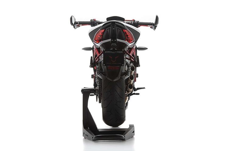 motowish bigbike Lewis Hamilton MV Agusta Dragster RR LH44 12 - Lewis Hamilton แชมป์ F1 โชว์ผลงาน MV Agusta Dragster RR LH44 ที่เขาออกแบบเอง - Lewis Hamilton แชมป์ F1 2015 สังกัดทีม Mercedes AMG โชว์ผลงานสุดบรรเจิดที่เจ้าตัวร่วมกับ MV Agusta