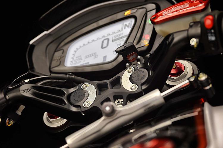motowish-bigbike-Lewis-Hamilton-MV-Agusta-Dragster-RR-LH44-6