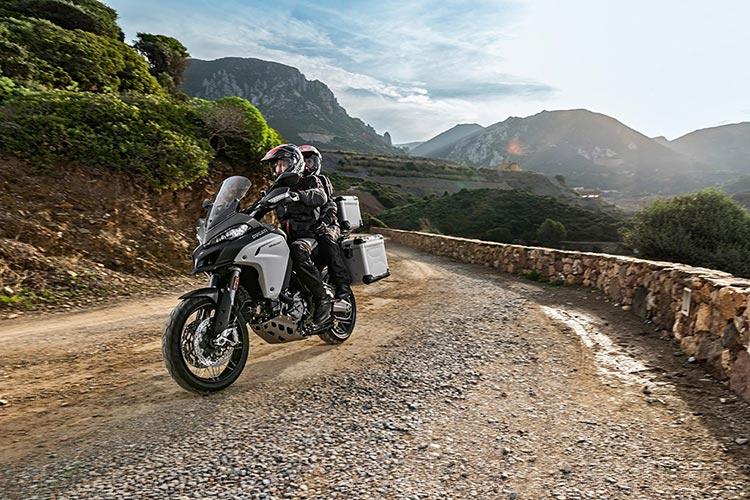 motowish bigbike ducati multistrada Enduro 1 - Ducati เผยทีเด็ด Multistrada 1200  ขาลุยทางฝุ่น (Enduro) และที่สุดของขาลุยทางดำ (Pikes Peak) (EICMA 2015) - Ducati ติดเขี้ยวเล็บ เสริมทีเด็ดให้ Multistrada 1200 ถึง 2 รุ่น รุ่นแรกเอาในสายลุย และอีกรุ่นเป็นการต่อยอดให้สุดกว่าเดิม