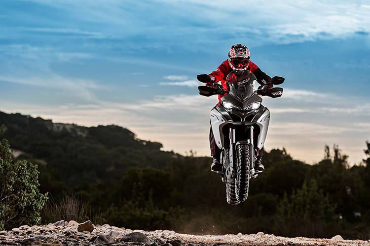 motowish bigbike ducati multistrada Enduro 2 - Ducati เผยทีเด็ด Multistrada 1200  ขาลุยทางฝุ่น (Enduro) และที่สุดของขาลุยทางดำ (Pikes Peak) (EICMA 2015) - Ducati ติดเขี้ยวเล็บ เสริมทีเด็ดให้ Multistrada 1200 ถึง 2 รุ่น รุ่นแรกเอาในสายลุย และอีกรุ่นเป็นการต่อยอดให้สุดกว่าเดิม