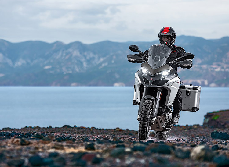 motowish bigbike ducati multistrada Enduro 4 - Ducati เผยทีเด็ด Multistrada 1200  ขาลุยทางฝุ่น (Enduro) และที่สุดของขาลุยทางดำ (Pikes Peak) (EICMA 2015) - Ducati ติดเขี้ยวเล็บ เสริมทีเด็ดให้ Multistrada 1200 ถึง 2 รุ่น รุ่นแรกเอาในสายลุย และอีกรุ่นเป็นการต่อยอดให้สุดกว่าเดิม
