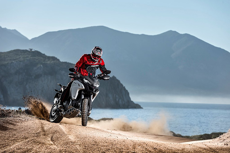 motowish bigbike ducati multistrada Enduro 8 - Ducati เผยทีเด็ด Multistrada 1200  ขาลุยทางฝุ่น (Enduro) และที่สุดของขาลุยทางดำ (Pikes Peak) (EICMA 2015) - Ducati ติดเขี้ยวเล็บ เสริมทีเด็ดให้ Multistrada 1200 ถึง 2 รุ่น รุ่นแรกเอาในสายลุย และอีกรุ่นเป็นการต่อยอดให้สุดกว่าเดิม