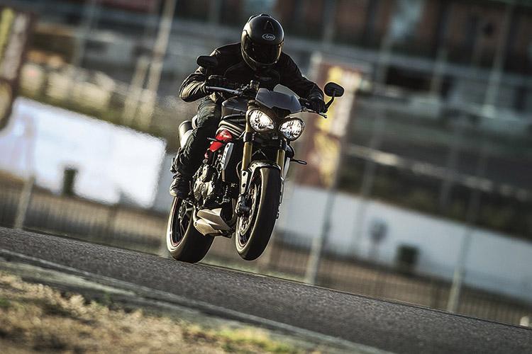 motowish-bigbike-triumph-SpeedTriple-4
