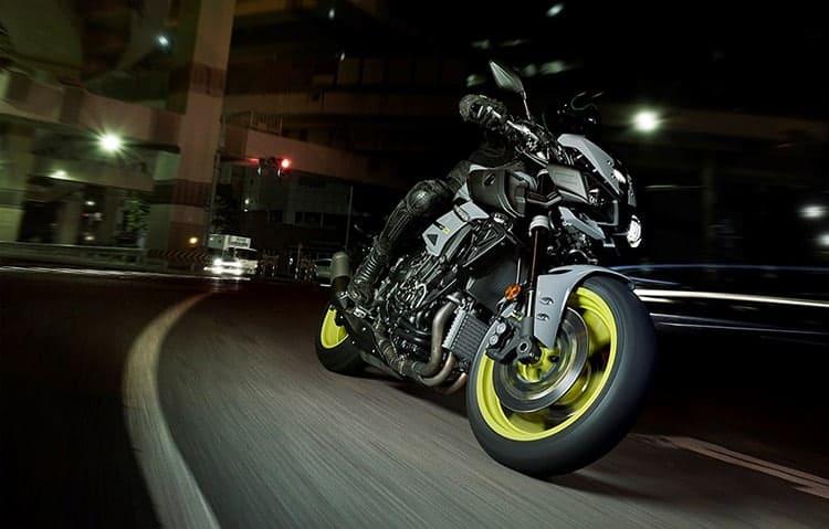 Yamaha ปล่อย MT-10 ซุปเปอร์เน็คเก็ตคลาส 1000 ลงตะบี้ตะบันกับผองเพื่อน (EICMA 2015) | MOTOWISH 111