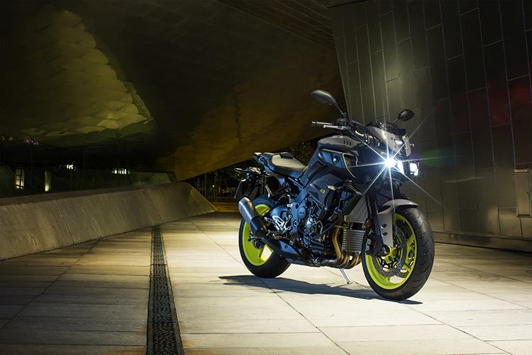 motowish bigbike yamaha MT10 3 - Yamaha ปล่อย MT-10 ซุปเปอร์เน็คเก็ตคลาส 1000 ลงตะบี้ตะบันกับผองเพื่อน (EICMA 2015) - ปล่อยให้ค่ายอื่นวาดลีลาสร้างชื่อกับรถเน็คเก็ตตัว 1000 ไว้มากมาย ถึงเวลาที่ Yamaha กระโดดร่วมวงส่ง MT-10 ลงฟาดฟัน