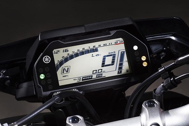 motowish bigbike yamaha MT10 4 - Yamaha ปล่อย MT-10 ซุปเปอร์เน็คเก็ตคลาส 1000 ลงตะบี้ตะบันกับผองเพื่อน (EICMA 2015) - ปล่อยให้ค่ายอื่นวาดลีลาสร้างชื่อกับรถเน็คเก็ตตัว 1000 ไว้มากมาย ถึงเวลาที่ Yamaha กระโดดร่วมวงส่ง MT-10 ลงฟาดฟัน