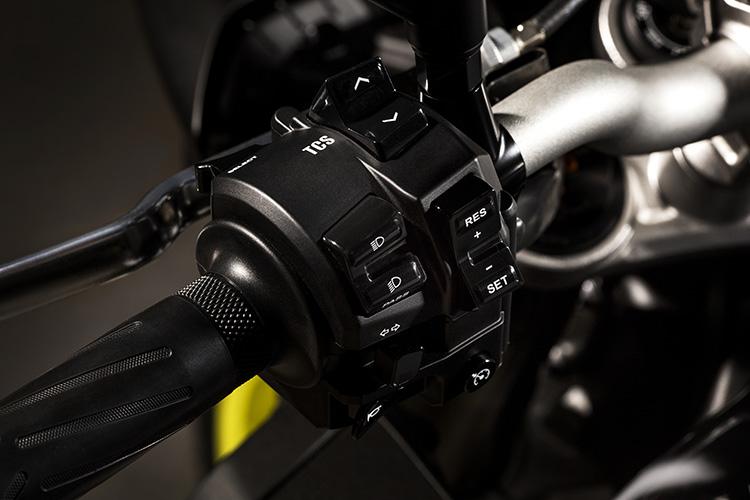 motowish bigbike yamaha MT10 7 - Yamaha ปล่อย MT-10 ซุปเปอร์เน็คเก็ตคลาส 1000 ลงตะบี้ตะบันกับผองเพื่อน (EICMA 2015) - ปล่อยให้ค่ายอื่นวาดลีลาสร้างชื่อกับรถเน็คเก็ตตัว 1000 ไว้มากมาย ถึงเวลาที่ Yamaha กระโดดร่วมวงส่ง MT-10 ลงฟาดฟัน