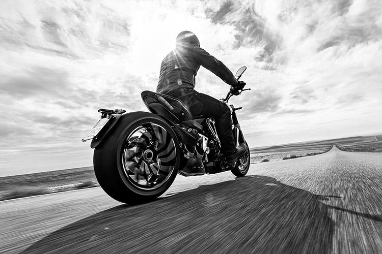 Ducati ฉีกกฎ เปิดตัว XDiavel รถคันยักษ์พลังขับสายพาน (EICMA 2015)   MOTOWISH 36
