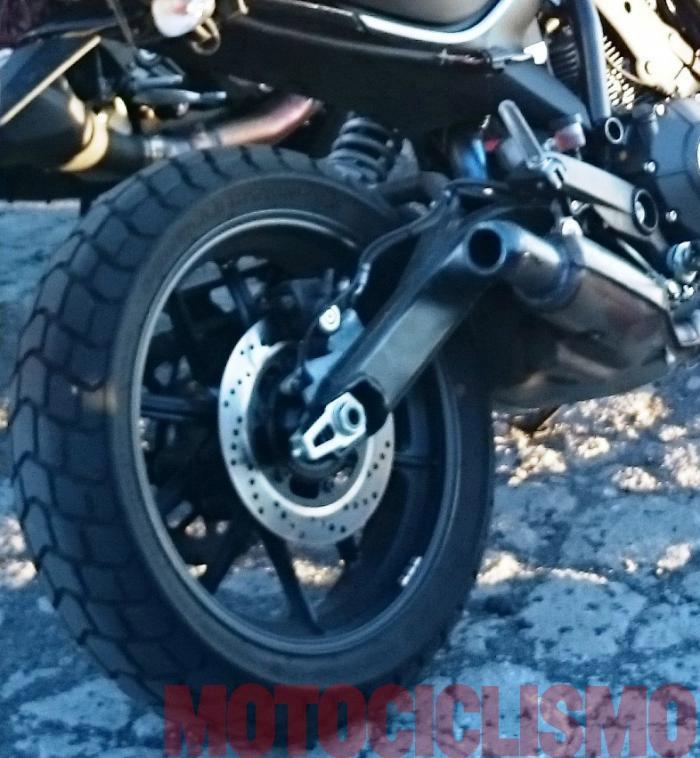 web motowish ducati scrambler spyshot 3 - ในที่สุด Ducati Scrambler 400 ก็โดนจับภาพได้ - เป็นข่าวกันมาสักพักสำหรับ Ducati Scrambler 400 รุ่นเล็ก และนี่ก็คือภาพล่าสุดที่ถูกถ่ายได้ระหว่างการทดสอบที่