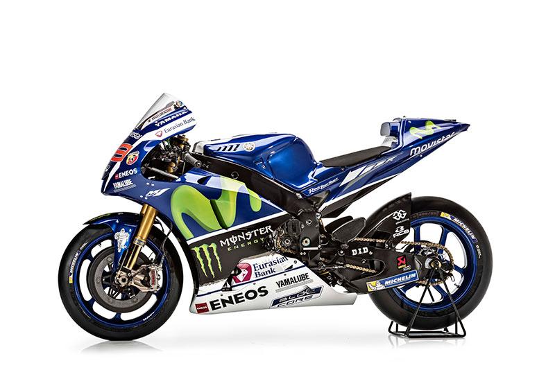 motowish Yamaha YZR M1 Jorge Lorenzo 3 - รายละเอียด Yamaha YZR-M1 2016 เครื่องจักรสังหารตัวใหม่ของ รอสซี่ และลอเรนโซ่ - เรามาดูกันต่อว่ารายละเอียดของตัวรถมีอะไรที่เปลี่ยนไปบ้าง ก่อนอื่นต้องบอกว่า ปีนี้ MotoGP มีการเปลี่ยนแปลงกฏบางอย่าง ซึ่งส่งผลกระทบถึง นักแข่ง และทีมงานที่ต้องปรับตัวกันยกใหญ่ อย่างระบบซอฟแวร์ใหม่ และยาง