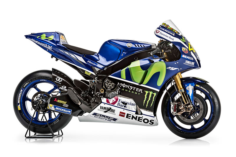 motowish Yamaha YZR M1 Valentino Rossi 2 - รายละเอียด Yamaha YZR-M1 2016 เครื่องจักรสังหารตัวใหม่ของ รอสซี่ และลอเรนโซ่ - เรามาดูกันต่อว่ารายละเอียดของตัวรถมีอะไรที่เปลี่ยนไปบ้าง ก่อนอื่นต้องบอกว่า ปีนี้ MotoGP มีการเปลี่ยนแปลงกฏบางอย่าง ซึ่งส่งผลกระทบถึง นักแข่ง และทีมงานที่ต้องปรับตัวกันยกใหญ่ อย่างระบบซอฟแวร์ใหม่ และยาง
