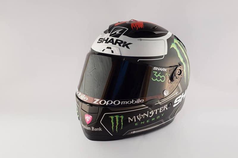 """motowish lorenzo new helmet 2 - ดูกันเต็มๆ หมวก Shark Race R Pro ตัวใหม่ของ Lorenzo - อย่างที่เราเคยนำข่าวมาบอกกันก่อนหน้านี้ """"เจ้าอมยิ้ม"""" ฮอร์เก้ ลอเรนโซ่ แชมป์โมโตจีพี 3 สมัยจาก ยามาฮ่า มูฟวี่สตาร์โบกมือลาหมวกกันน็อค HJC หันมาจับมือกับ Shark ด้วยสัญญา 3 ปี"""