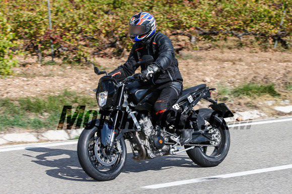 motowish-spy-photos-ktm-890-duke-4
