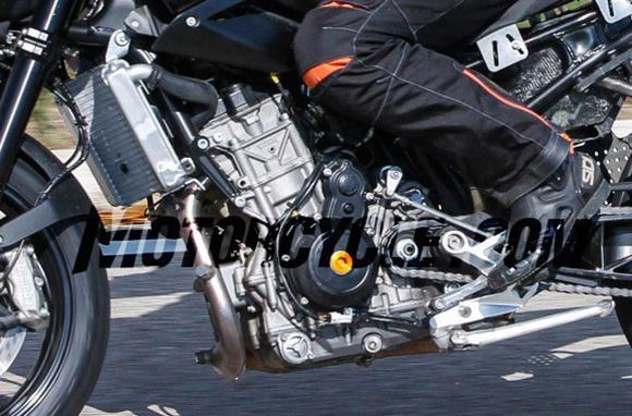 โดนดักซุ่มยิงจนได้ KTM Duke 890 ขณะขี่ทดสอบที่สเปน | MOTOWISH 135