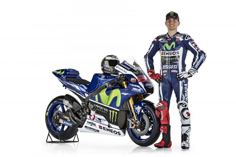 motowish yamaha lorenzo yzr m1 3 - รายละเอียด Yamaha YZR-M1 2016 เครื่องจักรสังหารตัวใหม่ของ รอสซี่ และลอเรนโซ่ - เรามาดูกันต่อว่ารายละเอียดของตัวรถมีอะไรที่เปลี่ยนไปบ้าง ก่อนอื่นต้องบอกว่า ปีนี้ MotoGP มีการเปลี่ยนแปลงกฏบางอย่าง ซึ่งส่งผลกระทบถึง นักแข่ง และทีมงานที่ต้องปรับตัวกันยกใหญ่ อย่างระบบซอฟแวร์ใหม่ และยาง