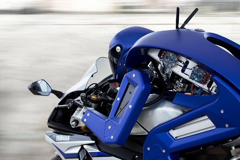 motowish yamaha motobot 1 - Yamaha Motobot เฟส 2  อัพเกรดความสามารถ เพิ่มความเร็วระดับ 200+ - หลังจากที่ Yamaha ได้เปิดตัว Motobot ในงาน Tokyo Motor Show เมื่อเดือนตุลาคม 58 ที่ผ่านมา และแล้วก็ถึงเวลาเตรียมเปิดเฟส 2 ให้กับเจ้าไรเดอร์แมชชีนตัวกลั่นแล้ว