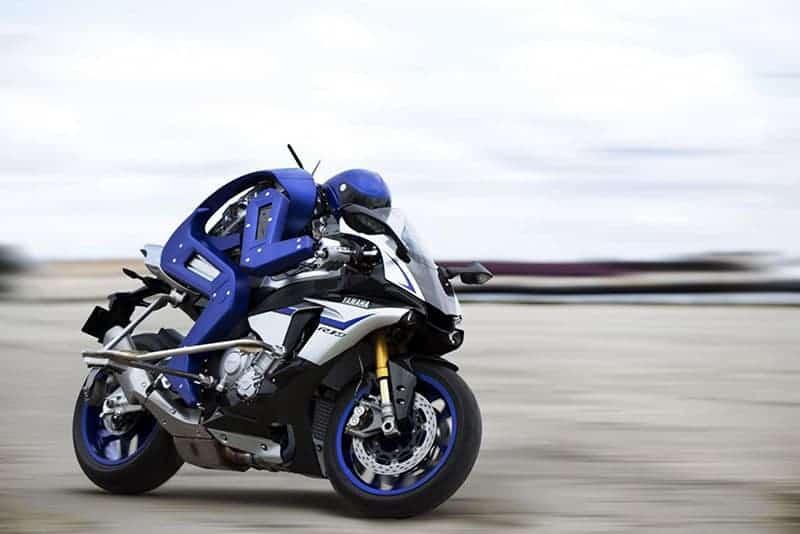 motowish yamaha motobot - Yamaha Motobot เฟส 2  อัพเกรดความสามารถ เพิ่มความเร็วระดับ 200+ - หลังจากที่ Yamaha ได้เปิดตัว Motobot ในงาน Tokyo Motor Show เมื่อเดือนตุลาคม 58 ที่ผ่านมา และแล้วก็ถึงเวลาเตรียมเปิดเฟส 2 ให้กับเจ้าไรเดอร์แมชชีนตัวกลั่นแล้ว