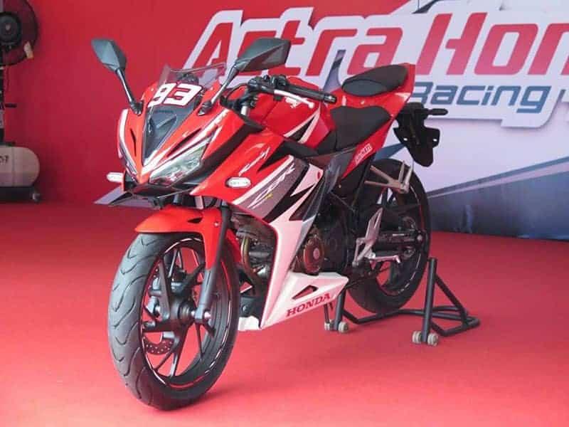 web motowish All New Honda CBR150R 2016 7 - All New Honda CBR150R เปิดรับขวัญ วันวาเลนไทน์ - เปิดตัวเรียบร้อย!! PT Astra Honda Motor (AHM) เปิดตัว All New Honda CBR150R ใหม่อย่างเป็นทางการที่ประเทศอินโดนีเซีย โดยมี มาร์ค มาเกซ และ ดานี่ เปรโดซ่า