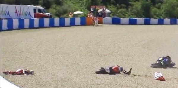 ฟิล์ม ประสบอุบัติเหตุการแข่งขันรุ่น Moto2 !!! | MOTOWISH 86