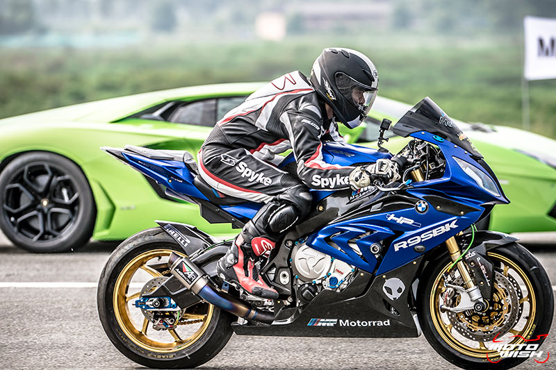 BMW-S1000RR-VS-Aventador-LP700-4-2