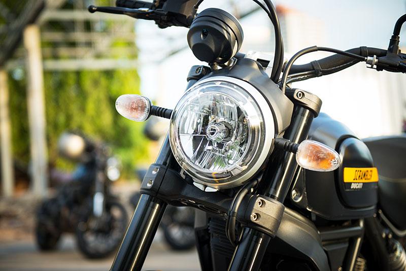 ตะลุยกลางเมืองไปกับ Ducati Scrambler Sixty2 VS ICON มีความแนว มีความเท่ห์ !!! | MOTOWISH 57