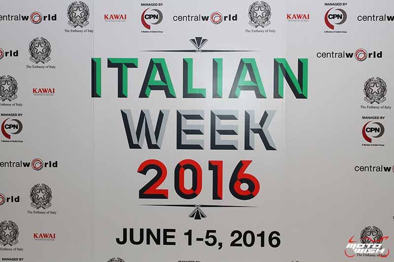 MotoWish Italina Week 2016 1 - งานโชว์รถ Italian Week 2016 @ Central World วันสุดท้าย - วันอาทิตย์สายๆแบบนี้ ใครไม่มีที่เดินเล่นชิลๆไม่รู้จะไปไหนดี ลองแวะไปดูงานโชว์รถอิตาลีแบรนด์ดัง และสินค้าออกบูธในราคาพิเศษกัน งานนี้จัดขึ้นที่ห้างเซ็นทรัลเวิลด์ วันนี้ (5 มิ.ย.59) เป็นวันสุดท้ายแล้ว คุยถูกคอเผื่อมีราคาพิเศษ