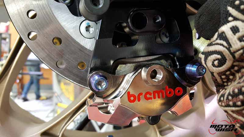 Motowish-Change-brembo-yamaha-r1-(5)