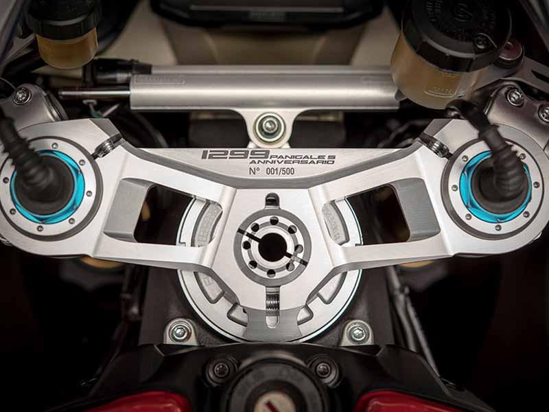 เปิดตัวแล้ว!! Ducati 1299 Panigale S Anniversario รถสุดลิมิเต็ดฉลอง 90 ปีดูคาติ | MOTOWISH 27