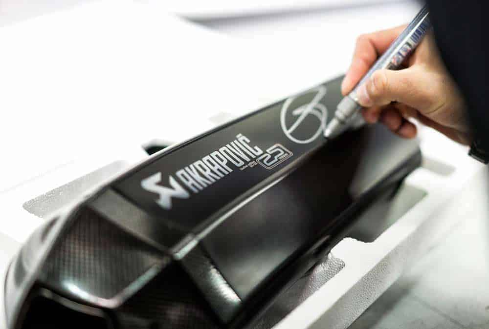 MW-akrapovic-limited