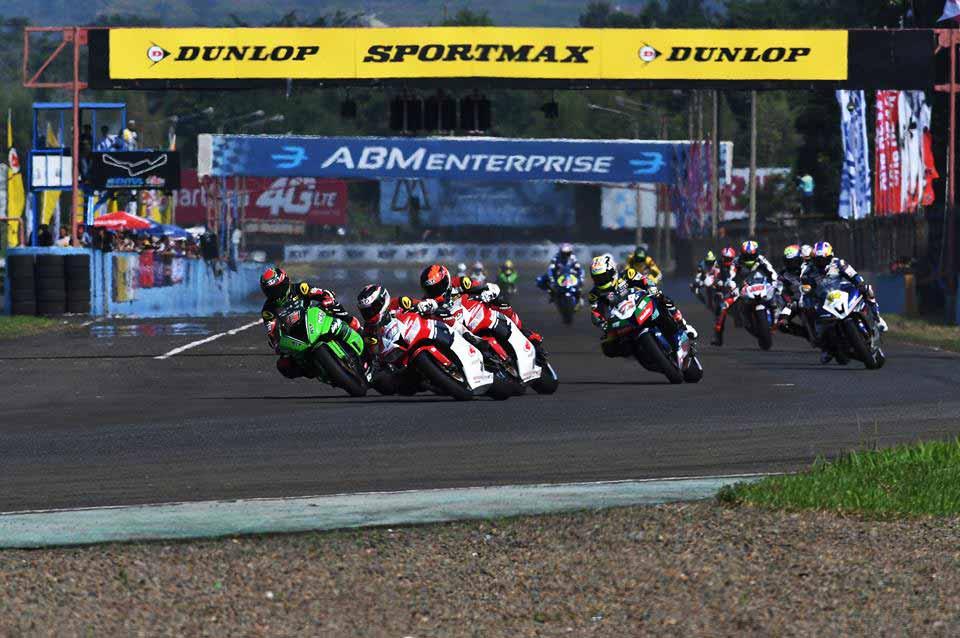 ไฮไลท์การแข่งขัน ARRC รุ่น SS 600cc. Race 1 สนามเซนตูล ประเทศอินโดนีเซีย | MOTOWISH 49