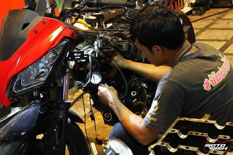Motowish Chai RacingSpec 5 - Racing Spec Shop ร้านซ่อมบิ๊กไบค์ย่านถนนราชพฤกษ์ วงเวียนพระราม 5 - ทีมงาน MotoWish พาเพื่อนๆมารู้จักกับร้านซ่อมมอเตอร์ไซค์บิ๊กไบค์ ซึ่งเจ้าของร้านเป็นไบค์เกอร์รุ่นเก๋าตัวจริงเสียงจริง เป็นที่รู้จักในวงการอย่างกว้างขวาง เคยลงทำการแข่งขันรถบิ๊กไบค์ในอดีตมาอย่างมากมาย ขี่เอง ซ่อมเอง โมดิฟายเอง ฉะนั้นให้คำปรึกษาได้อย่างครบวงจร