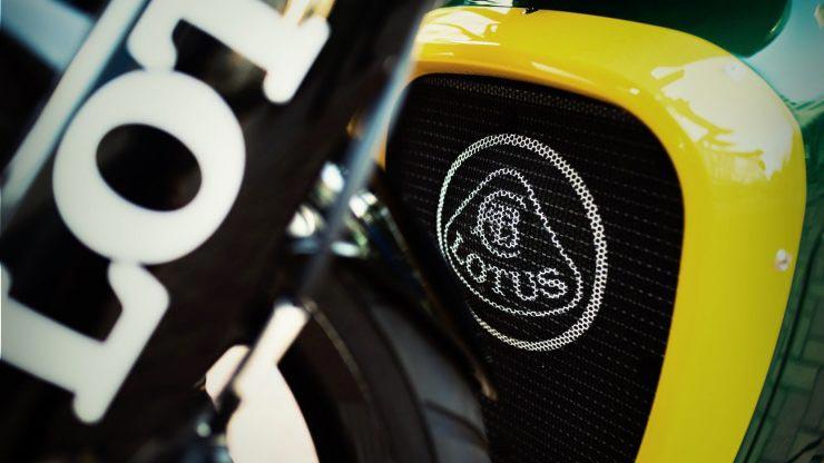 MotoWish Lotus C 01 Motorcycle Sales 01 - SuperBike มือสองราคา 15 ล้านบาทไทย เห้ยยแพงอะไรจะปานนั้น...ใครเป็นเจ้าของ !!! - SuperBike สองล้อจากสุดยอดผู้ผลิตรถซุปเปอร์คาร์ยี่ห้อ Lotus ซึ่งได้บรรจงนำสุดยอดของวัสดุแต่ละชิ้นส่วนมาประกอบเข้าด้วยกัน เพื่อให้เป็นรถมอเตอร์ไซค์สุดโต่งในสายการผลิตของ Lotus ไปดูกันว่าทำไมราคาถึงได้แพงอะไรขนาดนี้