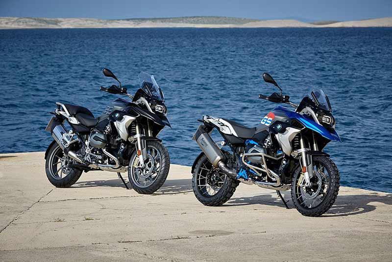 BMW R1200GS 2017 5 - BMW R1200GS 2017 แอดเวนเจอร์ไบค์ในฝัน เพิ่มความมันส์อีก 2 รุ่น (EICMA 2016) - BMW R1200GS สุดยอดแอดเวนเจอร์ไบค์ที่หลายคนถวิลหา มาในปี 2017 BMW เติมเต็มอารมณ์ด้วยการเพิ่มรุ่นย่อยอีก 2 รุ่น อย่าง R1200GS Exclusive และ R1200GS Rallye โดยทั้ง 2 รุ่นยังคงใช้เครื่องยนต์