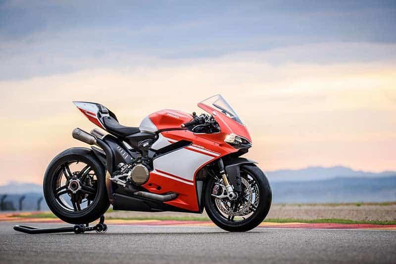 เปิดตัว!! สุดยอดซุปเปอร์ไบค์ค่ายแดง ทั้งโหด ทั้งหรู Ducati 1299 Superleggera (EICMA 2016) | MOTOWISH 99