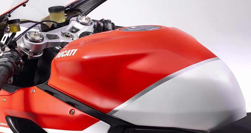 "Ducati 1299 Superleggera 11 - เผยภาพ Ducati 1299 Superleggera ส่องทุกมุมมอง ก่อนเปิดตัว!! - หลังจากเป็นกระแสอยู่พักใหญ่สำหรับสุดยอดซุปเปอร์ไบค์ค่าย Ducati ใน ""Project 1408"" ล่าสุดได้มีภาพเปิดเผยออกมาให้เห็นเต็มคัน ในนามว่า Ducati 1299 Superleggera"