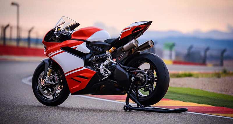 "Ducati 1299 Superleggera 14 - เผยภาพ Ducati 1299 Superleggera ส่องทุกมุมมอง ก่อนเปิดตัว!! - หลังจากเป็นกระแสอยู่พักใหญ่สำหรับสุดยอดซุปเปอร์ไบค์ค่าย Ducati ใน ""Project 1408"" ล่าสุดได้มีภาพเปิดเผยออกมาให้เห็นเต็มคัน ในนามว่า Ducati 1299 Superleggera"