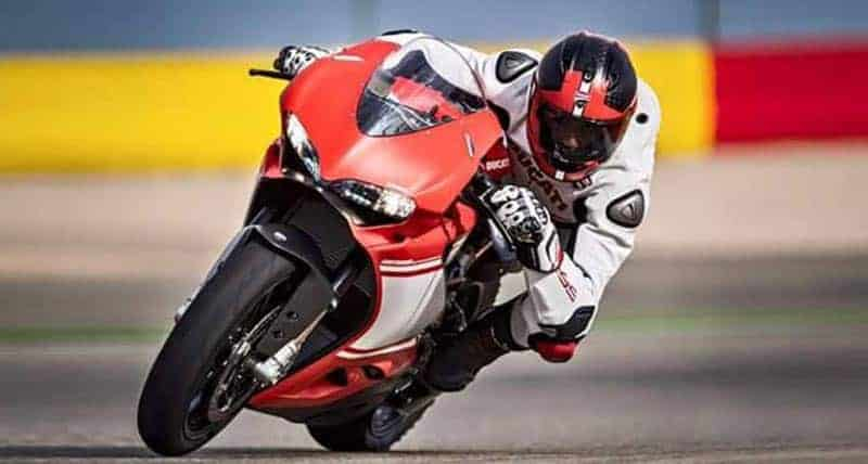 "Ducati 1299 Superleggera 15 - เผยภาพ Ducati 1299 Superleggera ส่องทุกมุมมอง ก่อนเปิดตัว!! - หลังจากเป็นกระแสอยู่พักใหญ่สำหรับสุดยอดซุปเปอร์ไบค์ค่าย Ducati ใน ""Project 1408"" ล่าสุดได้มีภาพเปิดเผยออกมาให้เห็นเต็มคัน ในนามว่า Ducati 1299 Superleggera"