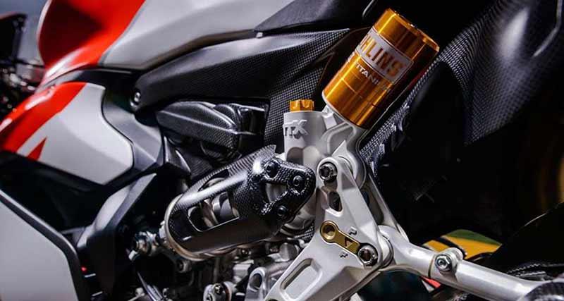 "Ducati 1299 Superleggera 16 - เผยภาพ Ducati 1299 Superleggera ส่องทุกมุมมอง ก่อนเปิดตัว!! - หลังจากเป็นกระแสอยู่พักใหญ่สำหรับสุดยอดซุปเปอร์ไบค์ค่าย Ducati ใน ""Project 1408"" ล่าสุดได้มีภาพเปิดเผยออกมาให้เห็นเต็มคัน ในนามว่า Ducati 1299 Superleggera"