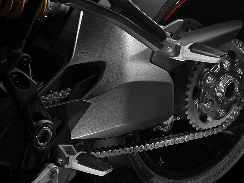 Ducati Monster 1200 S 8 - Ducati Monster 1200 2017 เครื่องปรับใหม่ ใส่แรงม้าอัดออฟชั่น (EICMA 2016) - ในงาน EICMA 2016 Claudio Domenicali ซีอีโอดูคาติกล่าวว่า มีการเปลี่ยนแปลงหลายอย่างมากในปี 2017 และหนึ่งในนั้นก็คือ รถรุ่น Ducati Monster 1200 ที่ได้ปรับปรุงเครื่องยนต์ใหม่ เพื่อเสริมประสิทธิภาพ และรีดพละกำลังให้ดีขึ้นกว่าเดิม