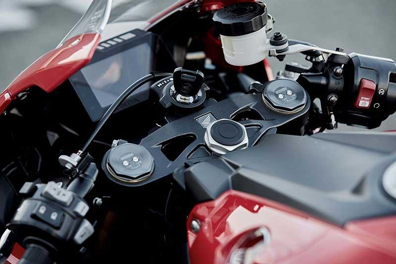 เปิดตัว!! Honda CBR1000RR รุ่นพื้นฐาน น้องเล็กคันล่าสุดในตระกูล CBR1000RR 2017 (EICMA 2016) | MOTOWISH 11