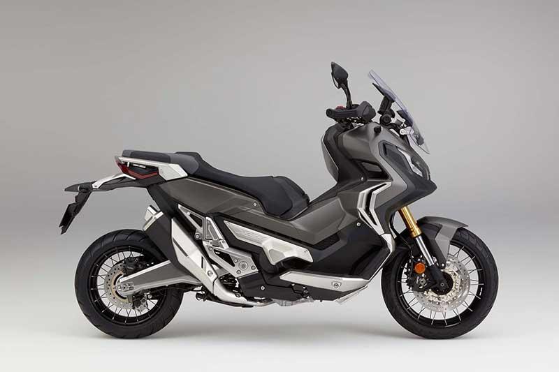 Honda X ADV 11 - Honda X-ADV สกู๊ตเตอร์ครอสโอเวอร์ขาลุยจากค่ายปีกนก (EICMA 2016) - หลังจากโชว์รถคอนเซ็ปไบค์ในงานเมื่อปีที่แล้ว ก็ได้เวลาเวียนมาบรรจบครบปีอีกครั้ง ในปีนี้ Honda เปิดตัว X-ADV รถสกูตเตอร์ครอสโอเวอร์ หรือสกูตเตอร์สายลุย ที่ตั้งใจทำออกมาให้ฝ่าฟันได้ทุกสภาพถนน
