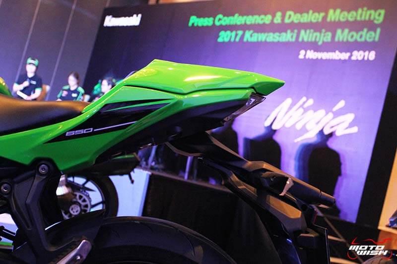 MotoWish 2017 Kawasaki Ninja 650 02 - เปิดตัวในไทย Kawasaki Ninja 650 2017 โฉมใหม่สปอร์ตถอดแบบ ZX-10R พร้อมราคาขาย - ในที่สุด Kawasaki Thailand ได้เปิดตัว Ninja 650 2017 อย่างเป็นทางการในประเทศไทย หลังจากได้เปิดตัวไปในงาน Intermot 2016 ที่เยอรมันก่อนหน้านี้ Kawasaki Ninja 650 2017 มาด้วยรูปลักษณ์โฉบเฉี่ยวตามแบบฉบับของ Ninja ซูเปอร์สปอร์ตจากคาวาซากิ เครื่องยนต์